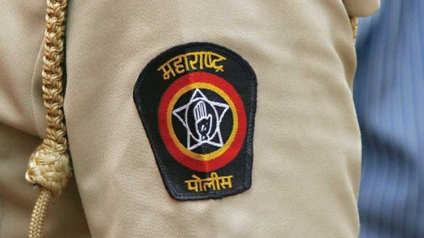 After 'Ab Tak 65', now 13 Police have been transferred from the Economic Crimes Branch   'अब तक ६५' नंतर, आता आर्थिक गुन्हे शाखेतील १३ जणांची बदली