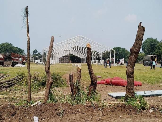 tree cutting for Narendra modi rally in SP college in pune | VIDEO : 'आरे' काय चाललंय हे?... पंतप्रधान नरेंद्र मोदींच्या पुण्यातील सभेसाठी झाडांवर कुऱ्हाड!