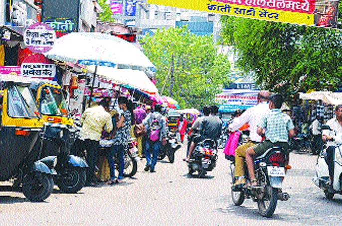 Entrance to the motorists in Solapur, seeing no-entry board | नो-एंट्रीचा फलक पाहूनही सोलापुरातील वाहनधारकांची घुसखोरी