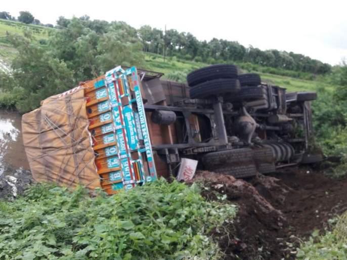 two people killed in accident in akola | ट्रक-अॅपेचा भीषण अपघात; दोन प्रवाशांचा मृत्यू