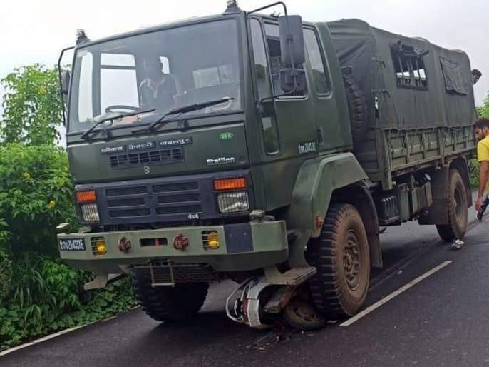 39-year-old dies in truck-bike accident   ट्रक - दुचाकी अपघातात ३९ वर्षीय तरुणाचा मृत्यू