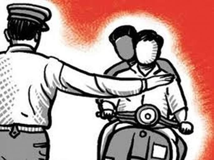 Try to hit Traffic police by car | वाहतूक पोलिसाच्या अंगावर घातली गाडी!