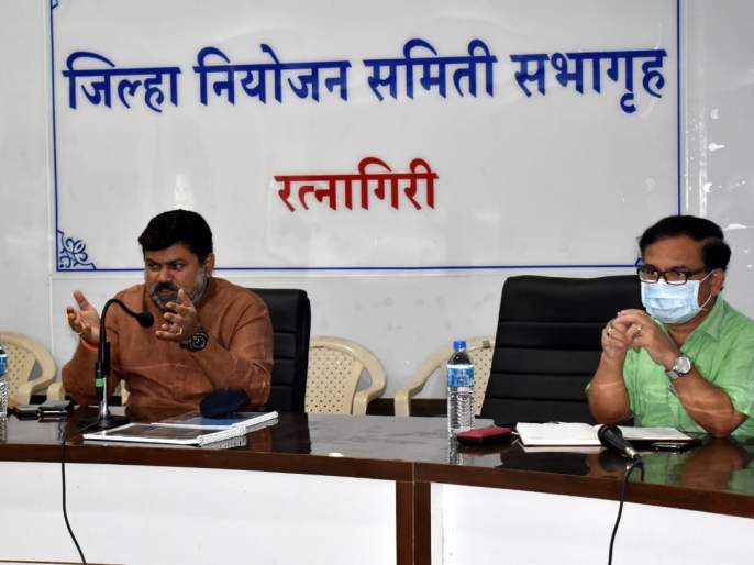 Complete the work from the White Sea to Mirya dam as soon as possible, Minister Uday Samant suggested in the meeting | पांढरा समुद्र ते मिऱ्या बंधाऱ्याचे काम लवकरात लवकर पूर्ण करा : उदय सामंत