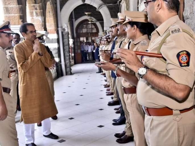 The man inside the khaki uniform wants to be strong - CM   खाकी वर्दीच्या आतला माणूस मजबूत करायचाय - मुख्यमंत्री
