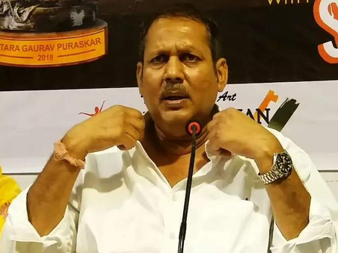 Shouting to Chief Minister Shiv Sena over blowing Udayan Raje's collar, fadanvis says | उदयनराजेंच्या 'कॉलर' उडवण्यावरुन मुख्यमंत्र्यांचा शिवसेनेला टोला, म्हणाले...