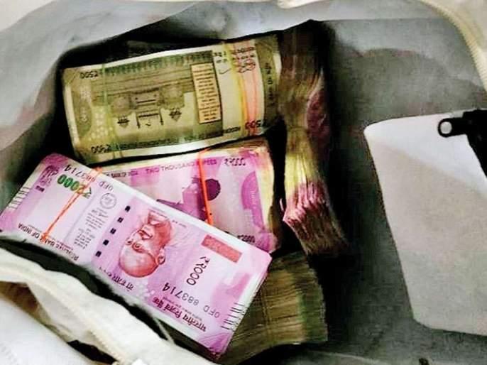 22.30 lakh cash seized from cars in Nagpur | नागपुरात कारमधून २२.३० लाखाची रोख रक्कम जप्त