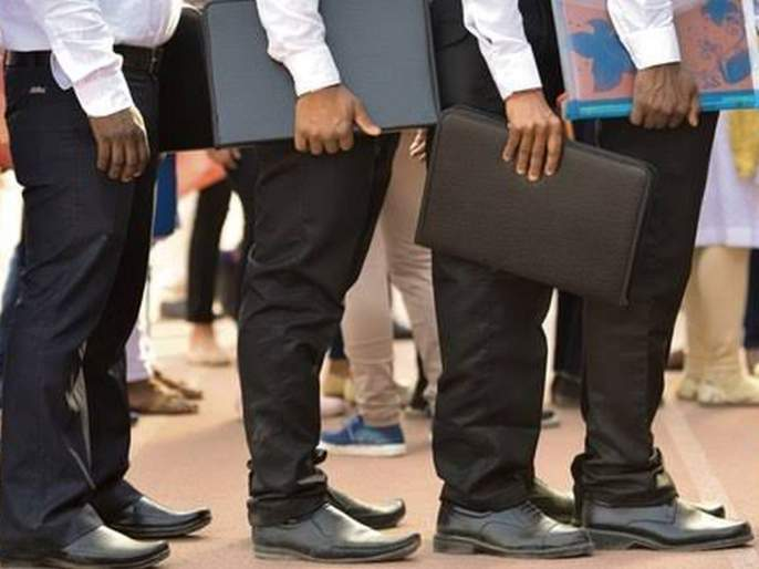 Due to the recession, jobs for over 35 lakh people in the manufacturing sector went down | मंदीमुळे नोकऱ्या संकटात, उत्पादन क्षेत्रातील ३५ लाख जणांचा रोजगार गेला