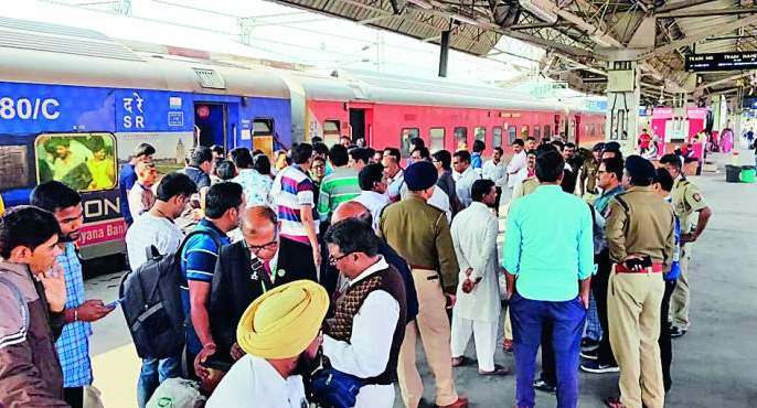 Madurai-Bikaner Express passengers chaos: AC out of order, become angry | मदुराई-बिकानेर एक्स्प्रेसच्या प्रवाशांचा गोंधळ: एसी नादुरुस्त झाल्यामुळे संतापले