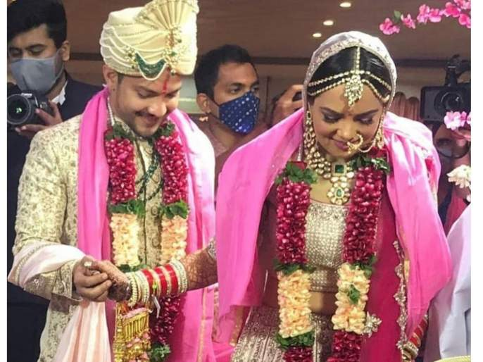 Aditya narayan and Shweta Aggarwal tied the knot | आदित्य नारायण अभिनेत्री श्वेता अग्रवालसोबत अडकला लग्नाच्या बंधनात, समोर लग्नातील पहिला सुंदर फोटो