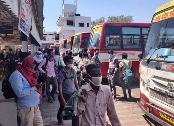 Coronavirus: During the lockdown, the buses started at midnight, transported the citizens to their village in uttar pradesh yogi sarkar | Coronavirus: लॉकडाऊन काळात मध्यरात्रीतच बस सुरू, पायी जाणाऱ्यांना पोहोचवलं त्यांच्या गावी