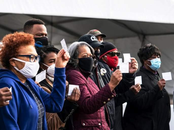 US CoronaVirus Fully vaccinated people can gather without masks CDC says | कोरोना लस घेतली ना, मग नको डिस्टन्सिंग, नको मास्क; अमेरिका भलतीच 'बिनधास्त'