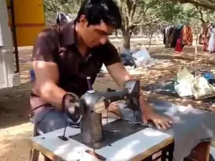 Sonu sood tailor shop watchvideo shared by actor sonu sood on twitter fans funny reaction   'इथं मोफत कपडे शिवून मिळतील'; सोनू सूद चालवतोय शिलाई मशिन; पाहा व्हायरल व्हिडीओ
