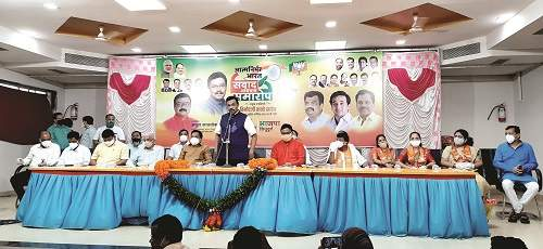 Vinod Tawde appeals to the workers to convey the plans brought by the central government to the people | केंद्र सरकारने आणलेल्या योजना जनतेपर्यंत पोहोचवा-विनोद तावडे