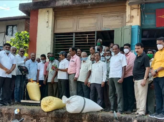 Uddhav Thackeray government in the interest of farmers: Vaibhav Naik | उद्धव ठाकरे सरकार शेतकरी हिताचे : वैभव नाईक