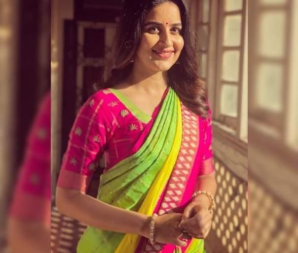 Vaidehi parshurami completed her 10 years in marathi film industry   म्हणून वैदही परशुरामीने शेअर केला 10 वर्षांपूर्वीचा फोटो