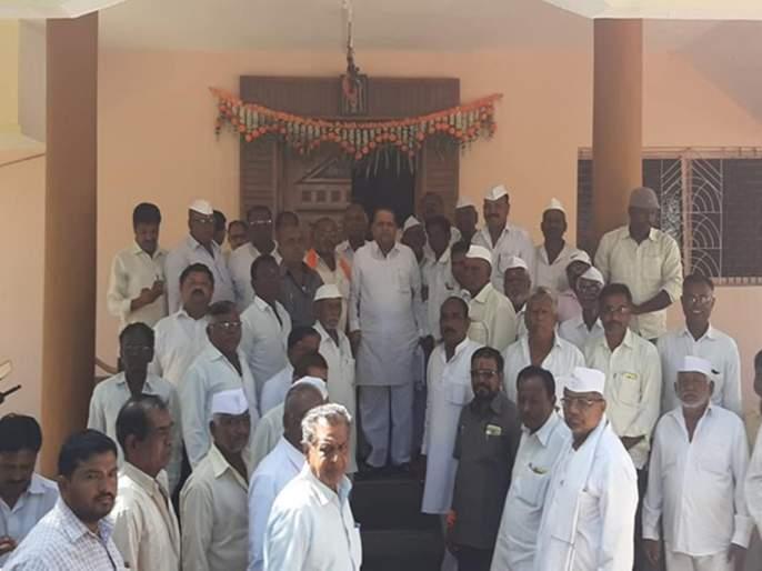 Shivsainik tried convince Ex MLA Vani in vaijapur | वैजापूरातून निवडणूक लढवण्यासाठी, शिवसैनिकांकडून वाणींची मनधरणी