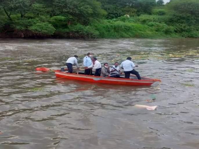 The bodies of the two drowned in the Valdevi river were found | वालदेवी नदीत बुडालेल्या दोघांचे मृतदेह आले हाती