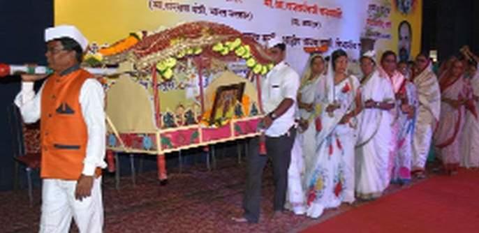 Youth Festival is a folk art scene | युवक महोत्सवात झाला लोककलेचा जागर