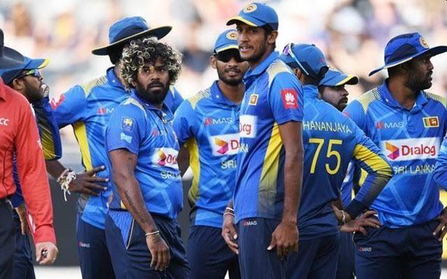 Sri Lanka cricket big earthquake; Dismissed the entire coaching team, including the main coach | श्रीलंकेच्या क्रिकेटमध्ये मोठा भूकंप; प्रशिक्षकांसह पूर्ण संघालाच केले बरखास्त