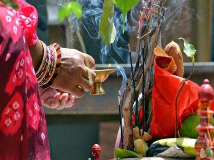 Modern vatpornima: banyan trees cutting for long life of husband | मॉडर्न वटपोर्णिमा : नवऱ्याच्या दीर्घायुष्यासाठी वडाचा बळी