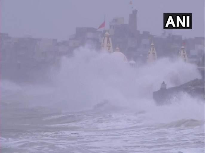 Cyclone Vayu Update Strong winds hit Veraval; NDRF, Army, Navy on standby | Cyclone Vayu Update : 3 लाख लोकांचं सुरक्षित स्थळी स्थलांतर, गुजरातला जाणाऱ्या 70 मेल रद्द