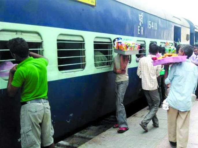 Tea 10, and bottle of water for Rs 20; Plunder at the Nagpur railway station | चहा १०, तर पाण्याची बाटली २० रुपयाला; नागपूर रेल्वेस्थानकावर लूट
