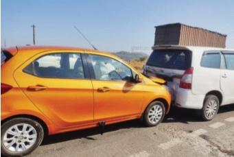 Strange accident happened on Mumbai-Nashik highway | मुंबई-नाशिक महामार्गावर झाला विचित्र अपघात