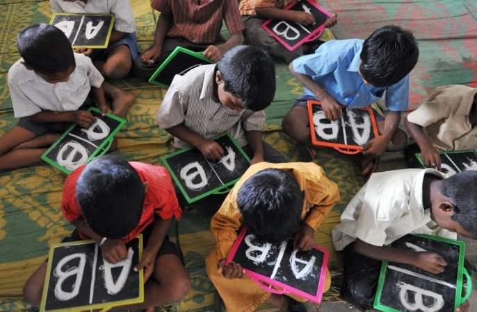 English Speaking Program to be implemented in schools!   शाळांमध्ये इंग्लिश स्पीकिंग प्रोग्राम राबविणार!
