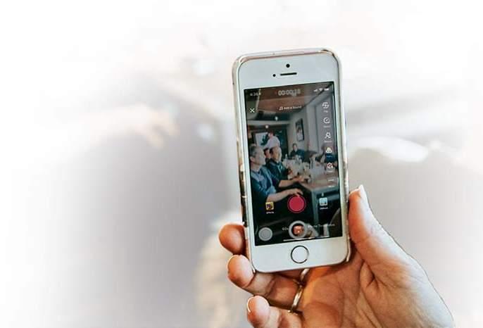Who decides on social media what to suppress and what to go viral? | काय दडपायचं नि काय व्हायरल करायचं, हे सोशल मीडीयात कोण ठरवतं?