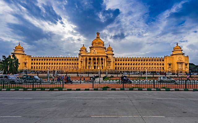Voting in Belgaum district along with Maharashtra | Karnatak Vidhan Sabha byelection 2019: महाराष्ट्राबरोबर कर्नाटकातही 15 मतदारसंघात पोटनिवडणूक