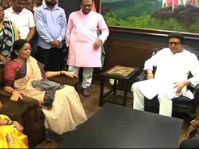 Raj Thackeray does not scare anyone, we are with him; NCP Support to Raj   राज ठाकरे कुणाला भीक घालत नाहीत, आम्ही त्यांच्यासोबत आहोत; राष्ट्रवादीचा पाठिंबा