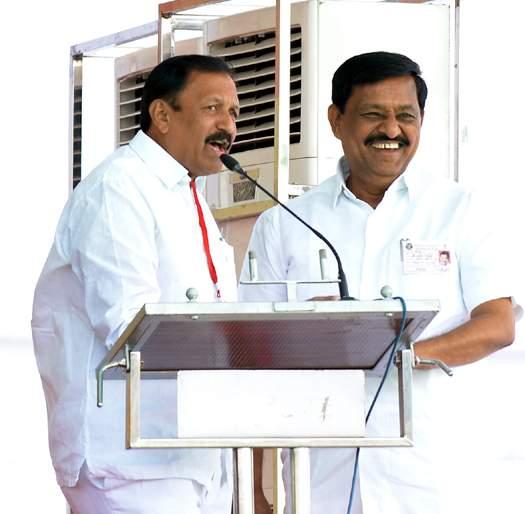 solapur politics; BJP's confidence will increase; Deshukh's attachment will remain forever! | solapur politics; भाजपचा आत्मविश्वास वाढणार; म्हणे दोन देशमुखांचा लगाव कायम राहणार!