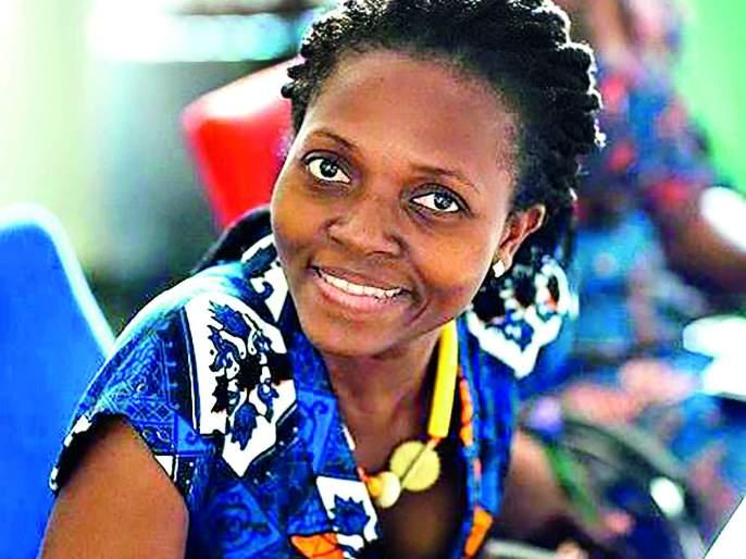 In a small African village, women stand up for electricity in every home. | आफ्रिकेतल्या एका छोट्या गावातील महिलांनी आपल्या घरात आणला दिव्यांचा प्रकाश