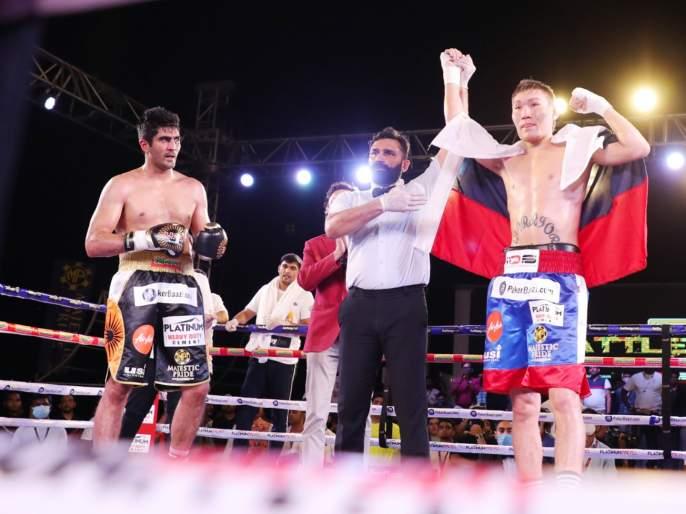 Vijender Singh unbeaten run ends, loses to Russian opponent in 'Battle on Ship' | तो माझा दिवस नव्हता, लवकरच शानदार पुनरागमन करीन - विजेंदर सिंग