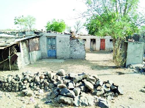 Migration of Hondalas people lack of water | पाण्याअभावी होंडाळा ग्रामस्थांचे स्थलांतर