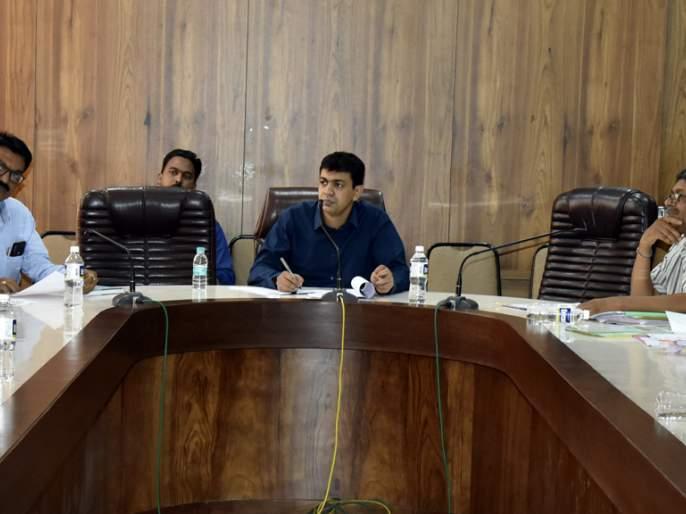 Prime Minister's Crop Insurance Scheme: Companies should set up Farmers' Facilities Centers   प्रधानमंत्री पीक विमा योजना : कंपन्यांनी शेतकरी सुविधा केंद्र स्थापन करावे