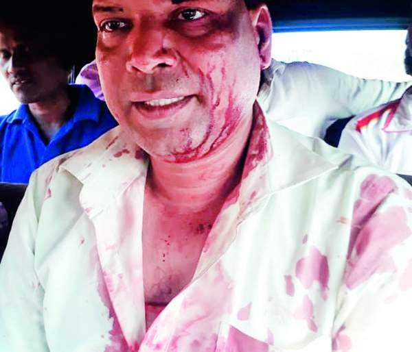 In Dapoli, the vice-chancellor was beaten, angry about canceling the meeting | दापोलीत उपसरपंचाला मारहाण,सभा रद्द केल्याचा राग
