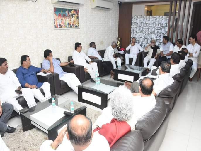 Parliamentary Affairs Minister Vinod Tawde has met with opposition leaders on the eve of the monsoon session | पावसाळी अधिवेशनाच्या पूर्वसंध्येला संसदीय कार्यमंत्री विनोद तावडे यांनी घेतली विरोधी पक्ष नेत्यांची भेट