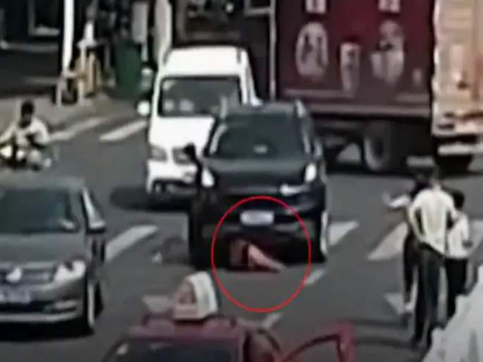 Viral video china woman survives after being hit by taxi run over by suv | Viral Video : अपघातानंतर रस्त्यावरच पडून होती महिला; तेवढ्यात अंगावरून गेली गाडी अन्