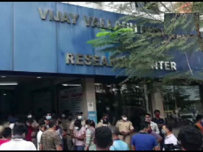 Virar Covid Hospital Fire 13 ICU patients die as fire breaks out at Vijay Vallabh Hospital   Virar Covid Hospital Fire: ...अन् १३ रुग्ण घुसमटून, होरपळून मृत्यूमुखी पडले; कालच लागली होती दुर्घटनेची चाहूल