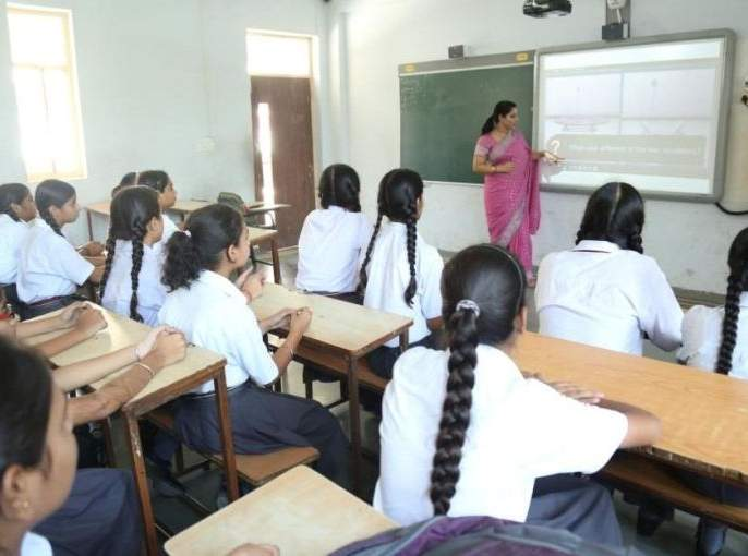 When will the Nagpur Zilla Parishad schools design a virtual classroom ?   नागपूर जिल्हा परिषद शाळांमध्ये 'व्हर्च्युअल क्लासरूम' कधी साकारणार?
