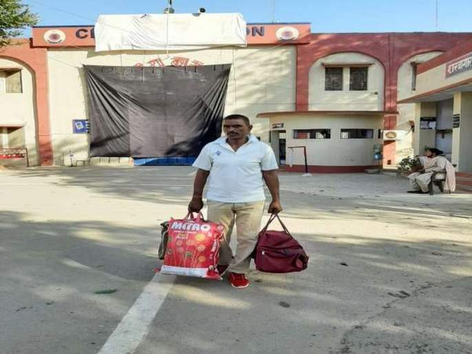 vishnu tiwari released from agra central jail after 20 years | जो गुन्हा केलाच नव्हता, त्याबद्दल २० वर्षं शिक्षा भोगून 'तो' अखेर जेलबाहेर आला; पण...