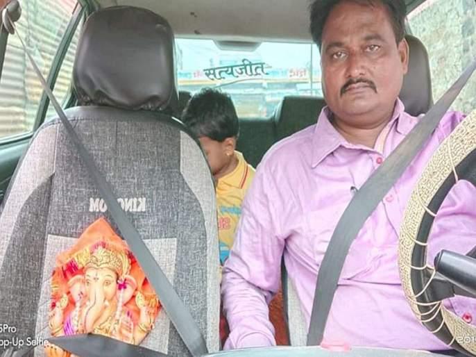 Bappa leaves with a seatbelt to spare, new traffic rule shows in ganesh immersion | नियम म्हणजे नियम... सीटबेल्ट बांधून 'गणपती बाप्पा' निघाले विसर्जनाला