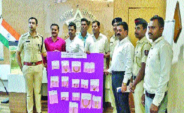 1 lakh jewelry stolen in sand | वाळूज चोरीतील ३३ लाखांचे दागिने ठेवले होते जमिनीत लपवून