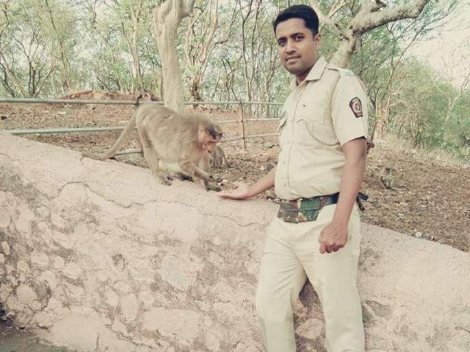 The three brothers in police service in osmanabad, farmer son become PSI | शेतकऱ्याची तिन्ही पोरं देशसेवेत, पोलीस शिपाई असणारे सख्खे भाऊ PSI बनले