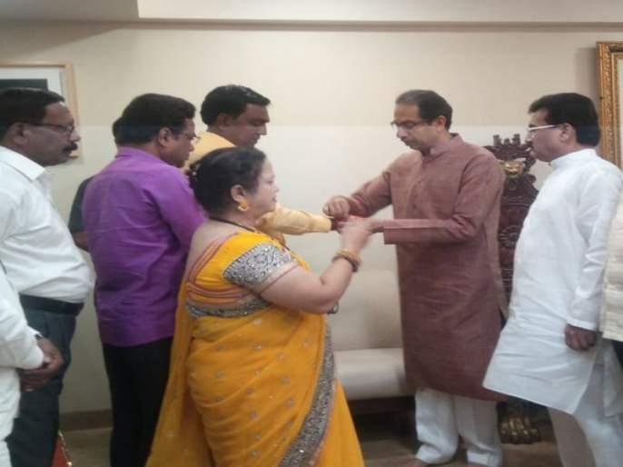 MNS leader vijay lipare who clesed to bala nandgavkar join shivsena | बाळा नांदगावकरांच्या निकटवर्तीयाची मनसेला सोडचिठ्ठी, बांधलं 'शिवबंधन'