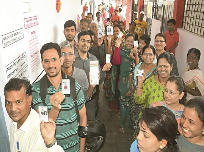 Maharashtra Election 2019: Aurangabad West: New voters queue up and vote | Maharashtra Election 2019 :औरंगाबाद पश्चिम : नवमतदारांनी रांगा लावून उत्साहात केले मतदान