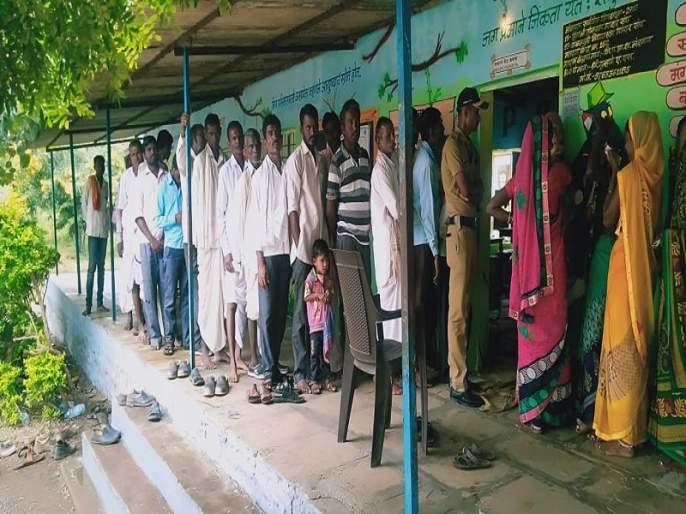 Maharashtra Election 2019 : In Hingoli district, the average voter turnout at 11 o'clock is 19.55 percent | Maharashtra Election 2019 : हिंगोली जिल्ह्यात ११ वाजेपर्यंत केवळ १९.५५ टक्के मतदान