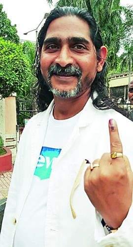 Maharashtra Assembly Election 2019: Mai Guruji comes from Italy to vote | Maharashtra Assembly Election 2019 : मतदानासाठी इटलीहून आले माई गुरुजी
