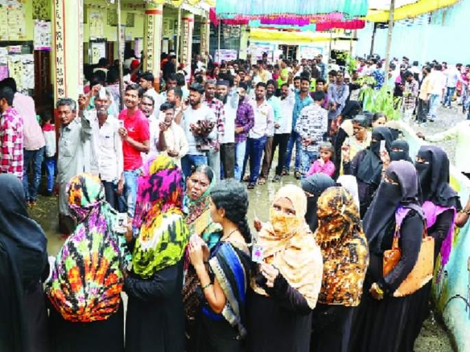Maharashtra Election 2019: 5% turnout in Nanded district; 3 candidates' fate closed in EVM machine | Maharashtra Election 2019 :नांदेड जिल्ह्यात ६५ टक्के मतदान;१३५ उमेदवारांचे भवितव्य ईव्हीएम यंत्रात बंद